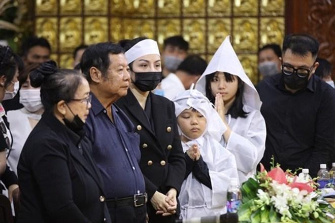 Linh Lan nổi giận khi bố mẹ Vân Quang Long nghi ngờ huyết thống cháu gái-1