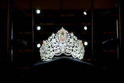 Hoa hậu Hoàn vũ đội vương miện giá 5 triệu USD