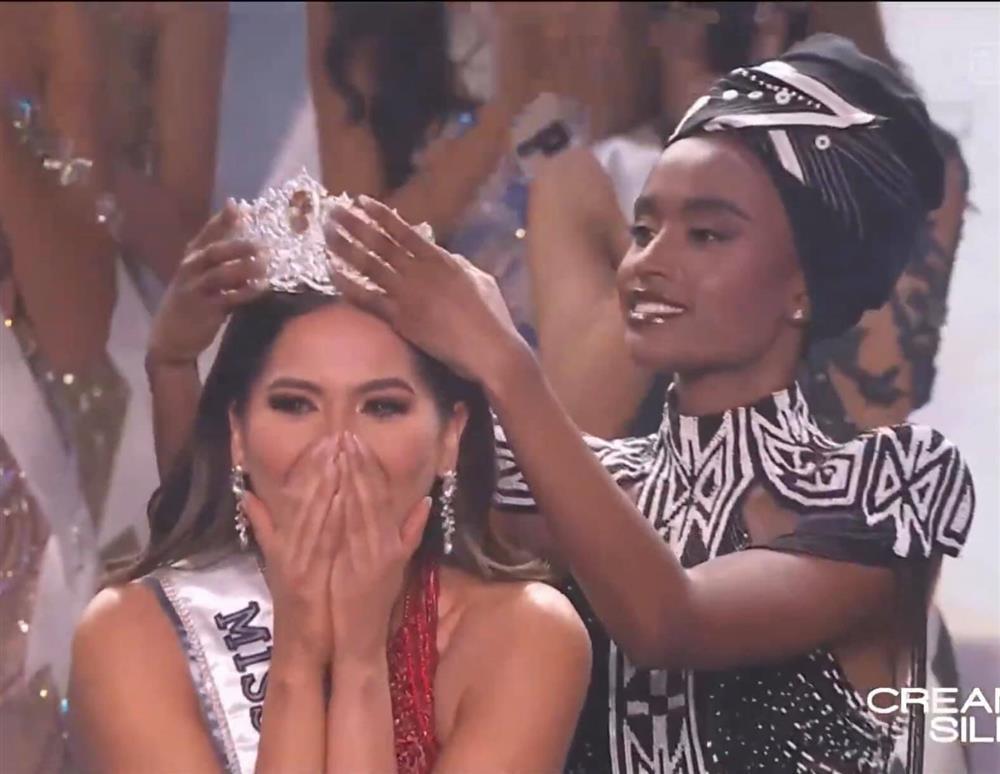 Biểu cảm hiểu chết liền của mỹ nhân dẫn chung kết Miss Universe 2020-1