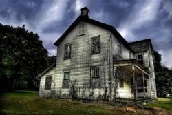 Thầy tử vi tiết lộ: Nhà có 5 điều này 'âm khí' cao, cả đời không may mắn