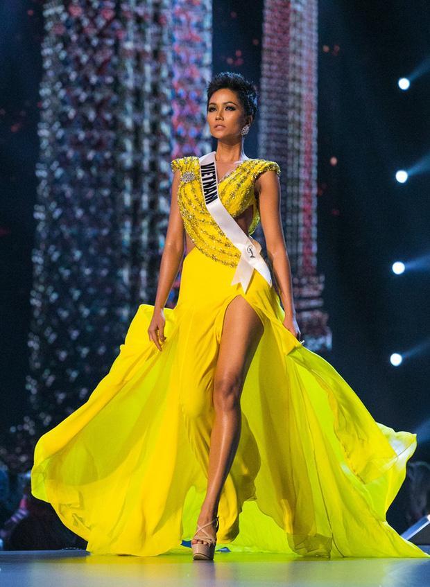 7 chiếc váy đẹp nhất Miss Universe của mỹ nhân Việt: Ai là người nổi nhất?-2