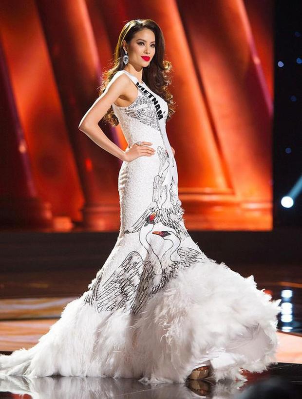 7 chiếc váy đẹp nhất Miss Universe của mỹ nhân Việt: Ai là người nổi nhất?-5