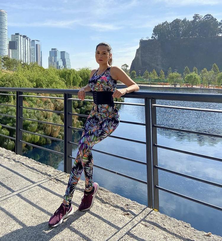 Bí quyết sở hữu dáng đẹp bốc lửa của Tân Hoa hậu Hoàn vũ 2020-3