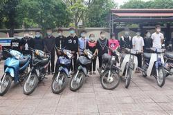 30 học sinh tụ tập đua xe, bốc đầu giữa dịch Covid-19 rồi khoe lên mạng xã hội