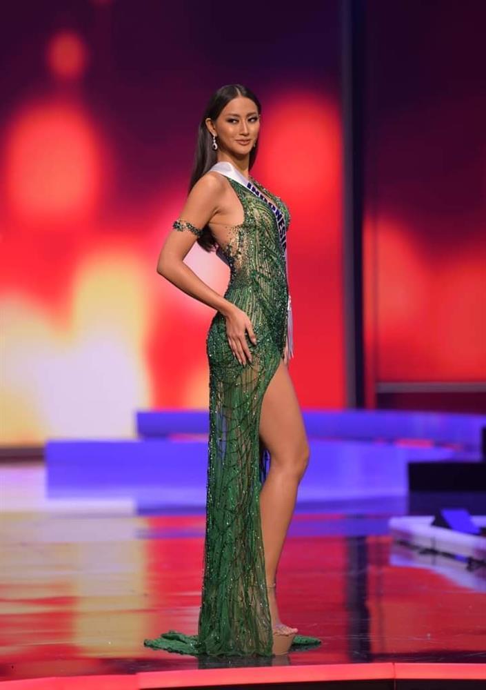 Hoa hậu Thái Lan bị khịa bắt chước lava catwalk của Catriona - Miss Universe 2018-6