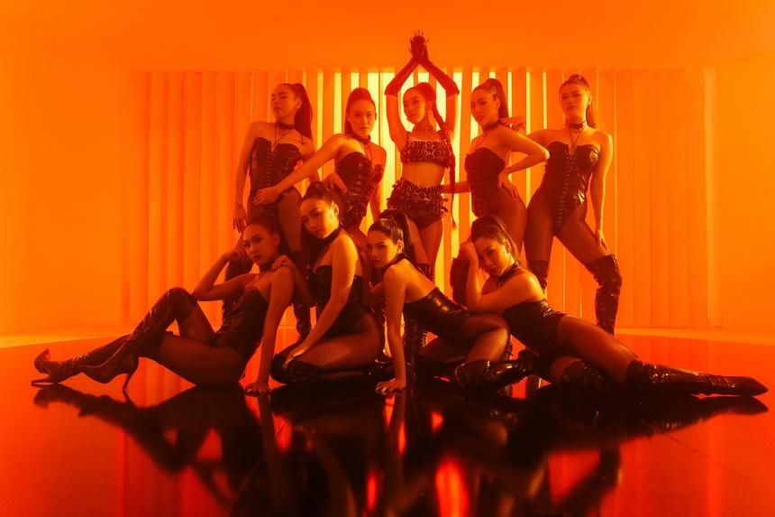 MV của Emily: Vấn đề có nằm ở nhạc 18+ và hình ảnh gợi dục?-2