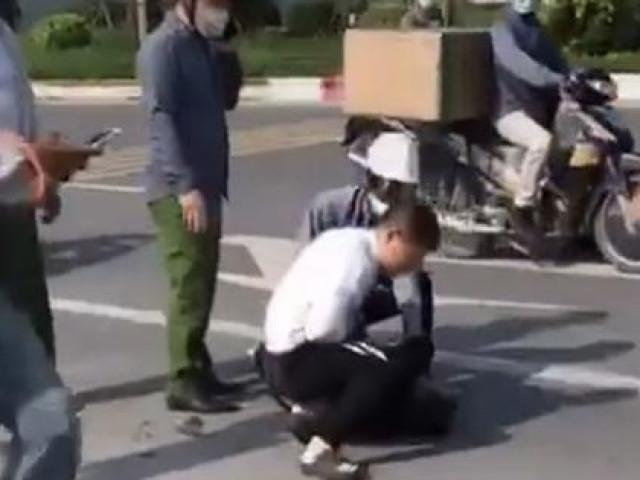 Kỷ luật chiến sĩ công an thờ ơ đứng nhìn tài xế taxi bị thương vật lộn với tên cướp-1