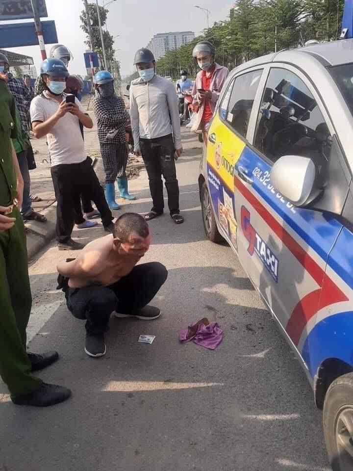 Kỷ luật chiến sĩ công an thờ ơ đứng nhìn tài xế taxi bị thương vật lộn với tên cướp-2