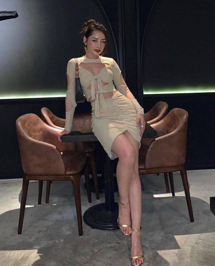 Chi Pu tạo dáng trên giày cao nhìn muốn vẹo hết cột sống với kiểu váy khó nhằn-6