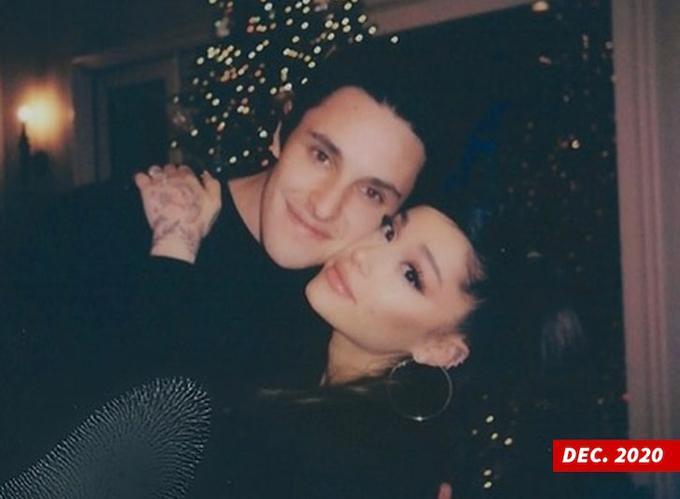 Ariana Grande kết hôn với doanh nhân bất động sản-1