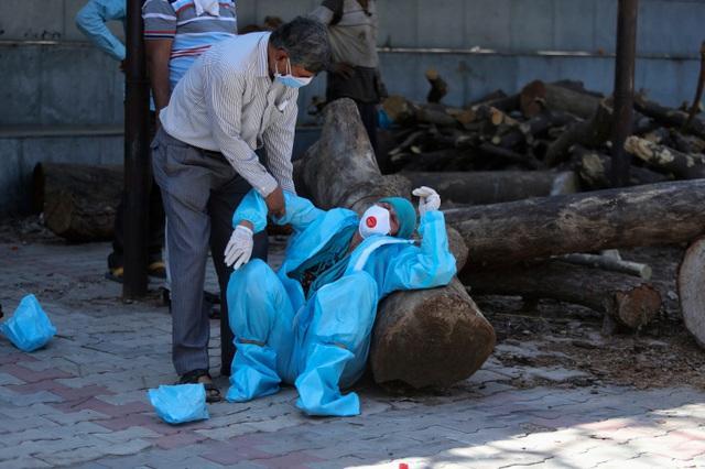 50 bác sĩ tử vong trong một ngày vì Covid-19 ở Ấn Độ-1