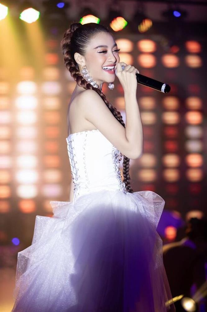 Á hậu Kiều Loan hóa ra là fan girl u mê mỹ nam nhà BTS-1