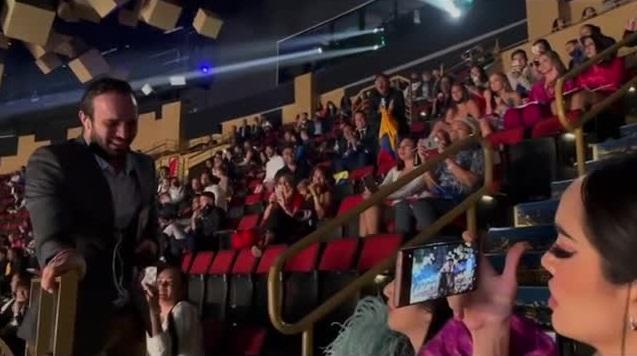 Đôi tình nhân gây xúc động tại chung kết Miss Universe 2020-8