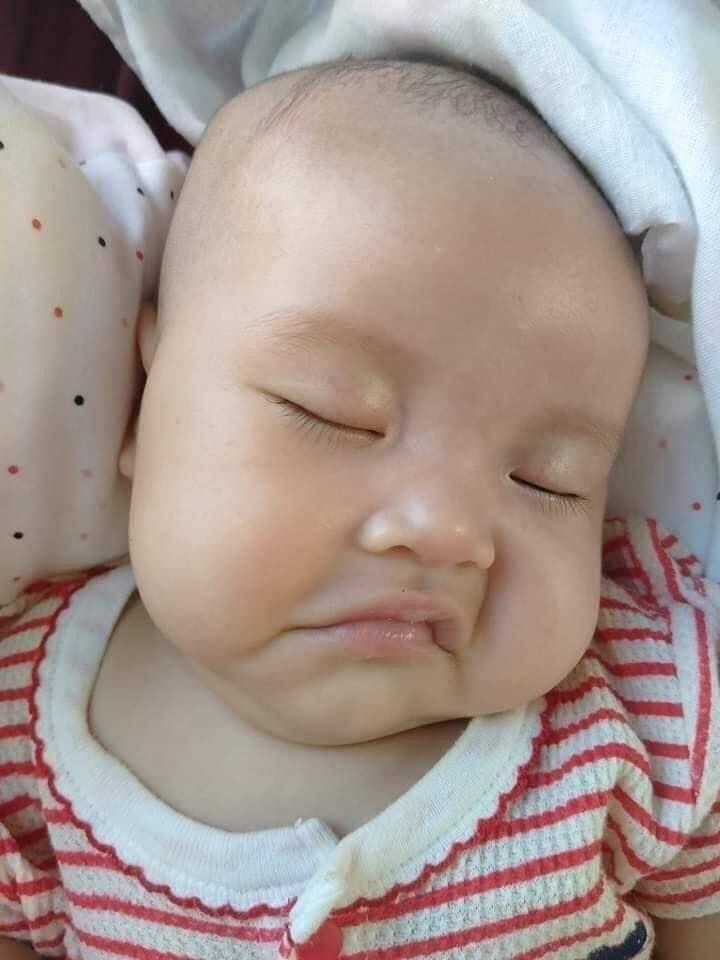 Muôn vàn biểu cảm 'cưng muốn xỉu' của các em bé khi đang say giấc nồng-1