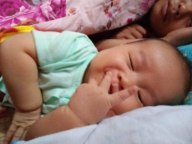Muôn vàn biểu cảm 'cưng muốn xỉu' của các em bé khi đang say giấc nồng-4