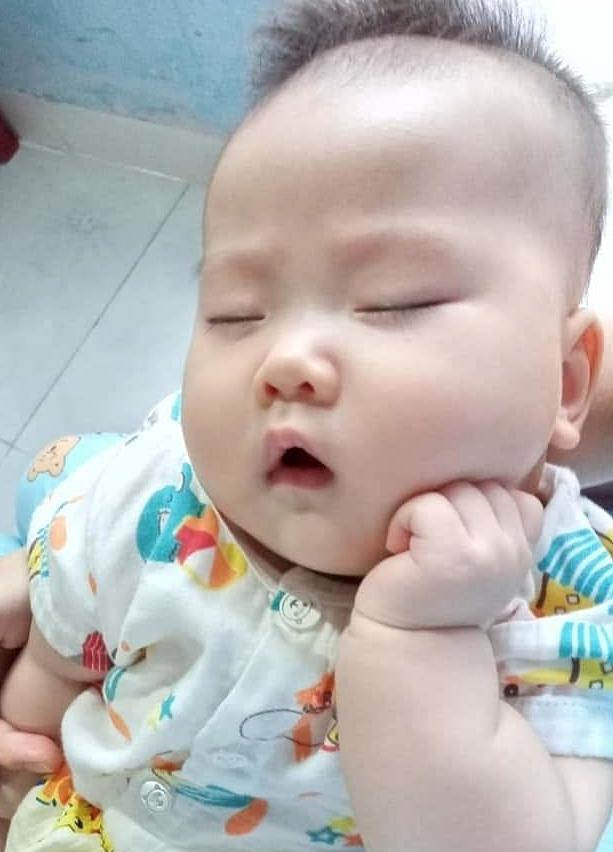 Muôn vàn biểu cảm 'cưng muốn xỉu' của các em bé khi đang say giấc nồng-8