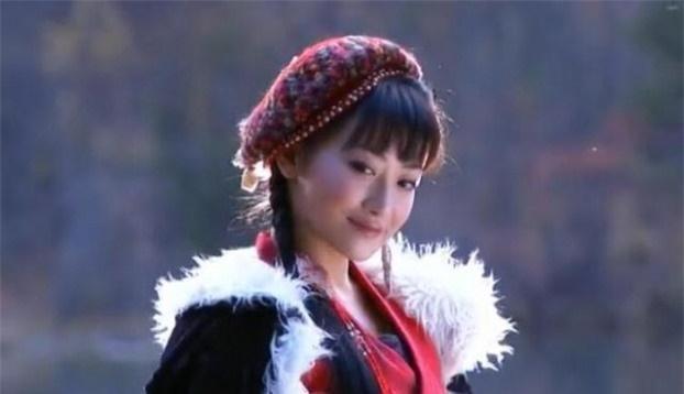 Mũ cổ trang của mỹ nữ Cbiz: Dương Mịch đội tổ chim, Lưu Diệc Phi đội mâm ngũ quả-6