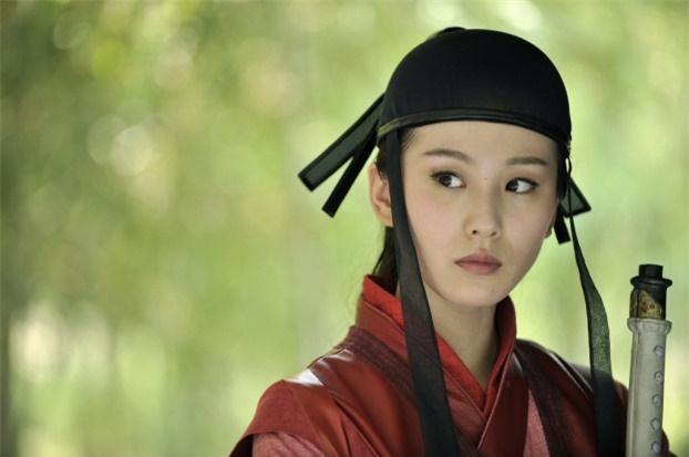 Mũ cổ trang của mỹ nữ Cbiz: Dương Mịch đội tổ chim, Lưu Diệc Phi đội mâm ngũ quả-11