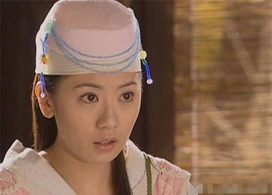 Mũ cổ trang của mỹ nữ Cbiz: Dương Mịch đội tổ chim, Lưu Diệc Phi đội mâm ngũ quả-10