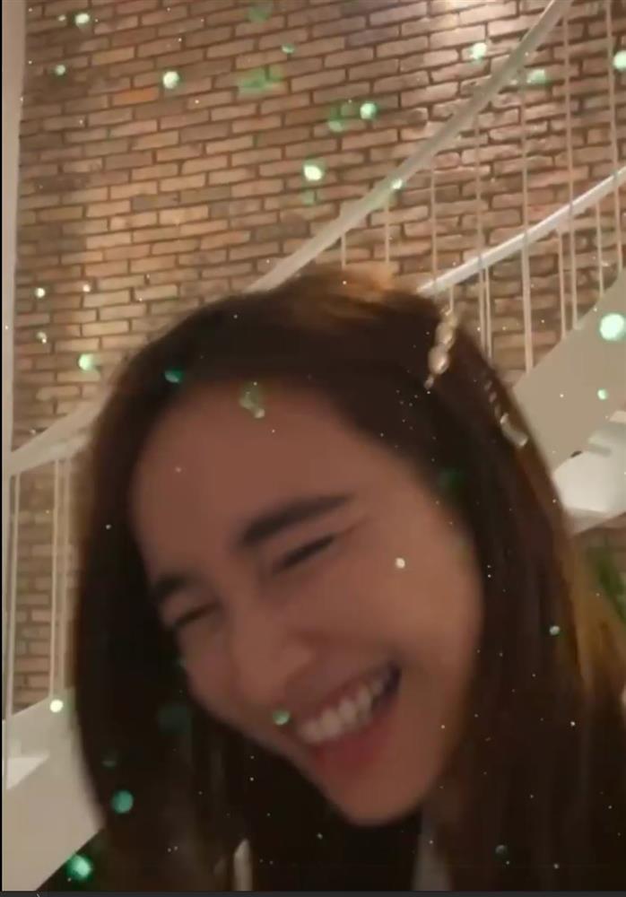Hòa Minzy mải hát tặng sinh nhật Nhã Phương thì Trường Giang nhắc... Bo khóc kìa-2