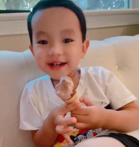 Cưng xỉu khi nghe con trai Phạm Hương tập nói tiếng Việt-1