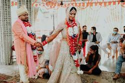 Cô dâu Ấn Độ cưới khách mời vì chú rể bỏ trốn