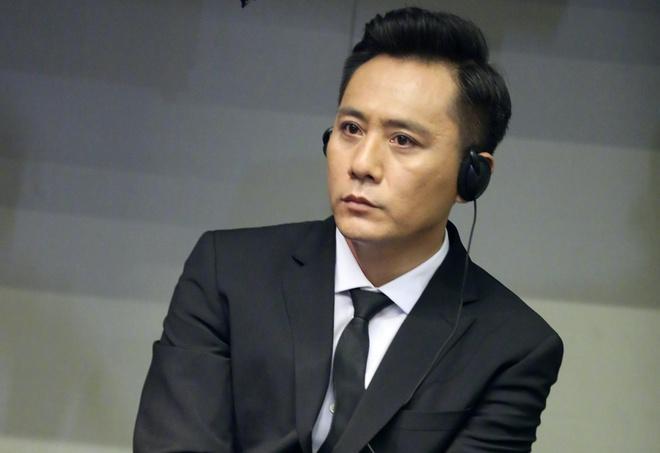 Tới phim trường thăm Lưu Diệp, fan nữ bị trợ lý quấy rối tình dục-1