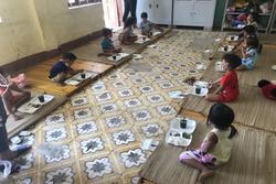 'Nhiều em bé ở Điện Biên đi cách ly chỉ có một bộ quần áo, lắm em còn chẳng có dép để mang'