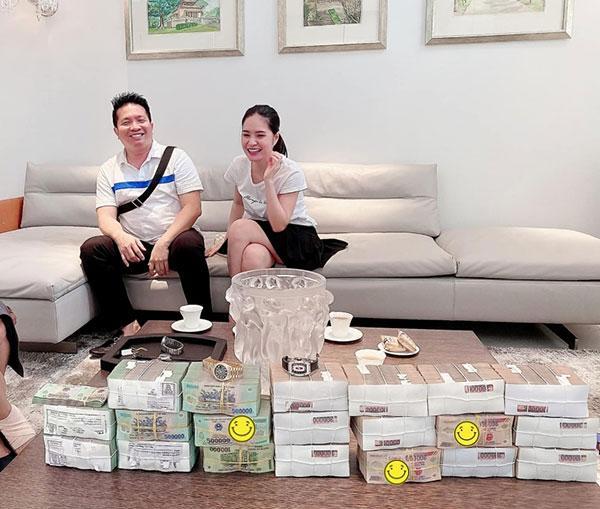 Đoàn Di Băng và chồng đại gia mang 6 tỷ tiền mặt mua đồng hồ phát một-2