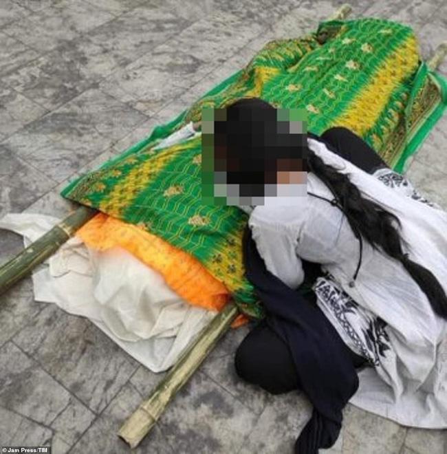 Ấn Độ: Con gái gào khóc bên thi thể mẹ mắc Covid-19 bị cưỡng hiếp đến chết-2