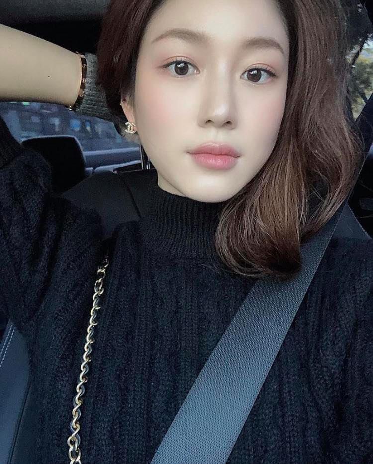 Nhan sắc và gia thế không phải vừa của tình mới Lee Seung Gi-1