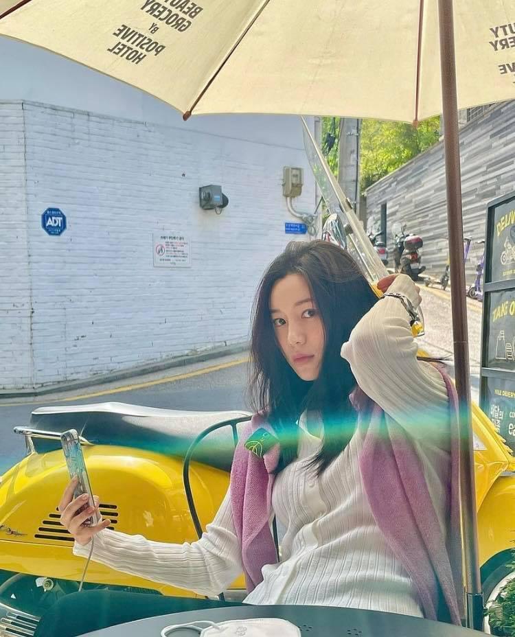 Nhan sắc và gia thế không phải vừa của tình mới Lee Seung Gi-6