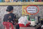 Sạp bán rau củ tranh thủ tung ưu đãi đặc biệt cho khách hàng tên Hằng-11