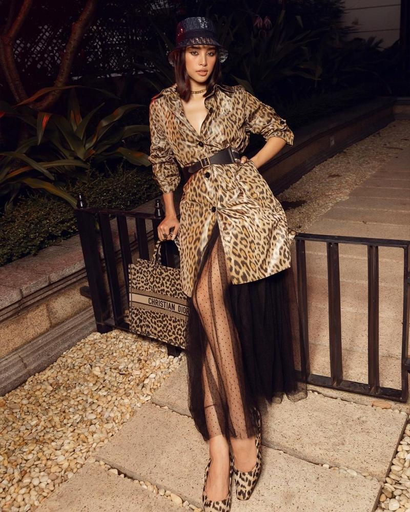 Cùng chọn đồ da báo Dior, Hoa hậu Tiểu Vy và Jisoo BLACKPINK ai mặc chất hơn?-3