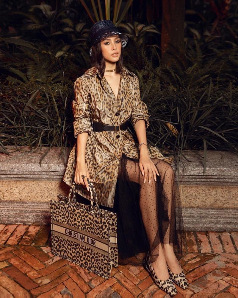 Cùng chọn đồ da báo Dior, Hoa hậu Tiểu Vy và Jisoo BLACKPINK ai mặc chất hơn?-4