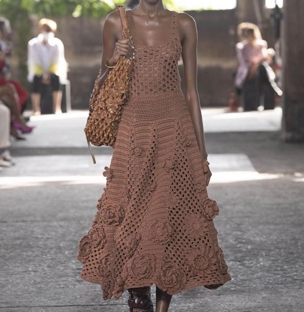 Xu hướng thời trang hè 2021: Sự trở lại của những bộ đồ Crochet-3