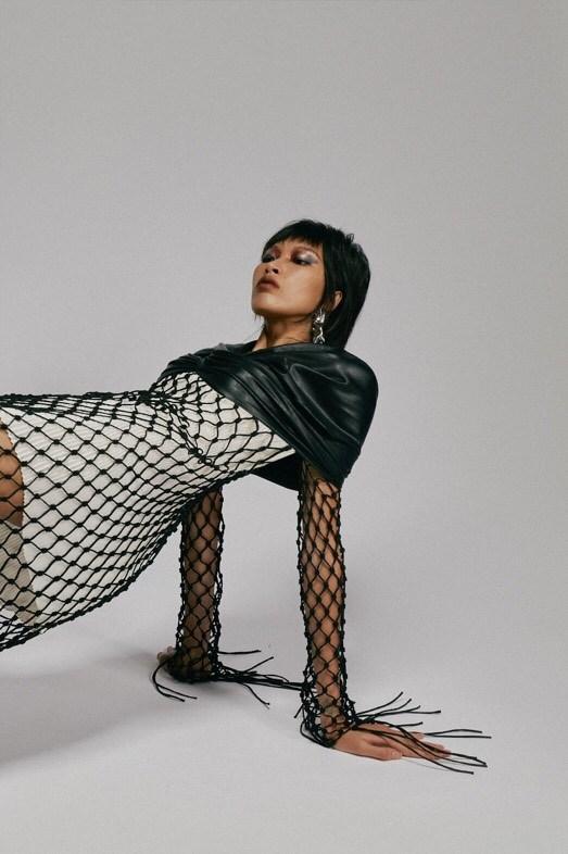 Xu hướng thời trang hè 2021: Sự trở lại của những bộ đồ Crochet-9
