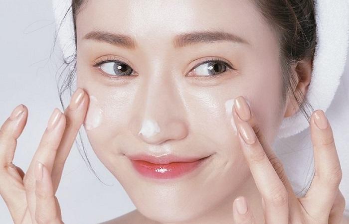 Massage mặt chuyên sâu tại nhà để loại bỏ làn da chảy xệ