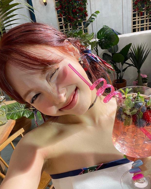 Nayeon tung ảnh TWICE, fan ngao ngán JYP và phát hiện Jeongyeon bay màu?-1