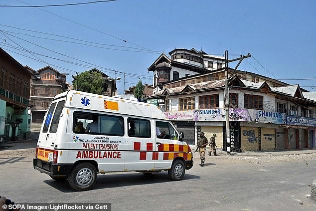 Đi xin ăn vì quá đói, người phụ nữ Ấn Độ bị cưỡng hiếp tập thể trên xe cứu thương-1