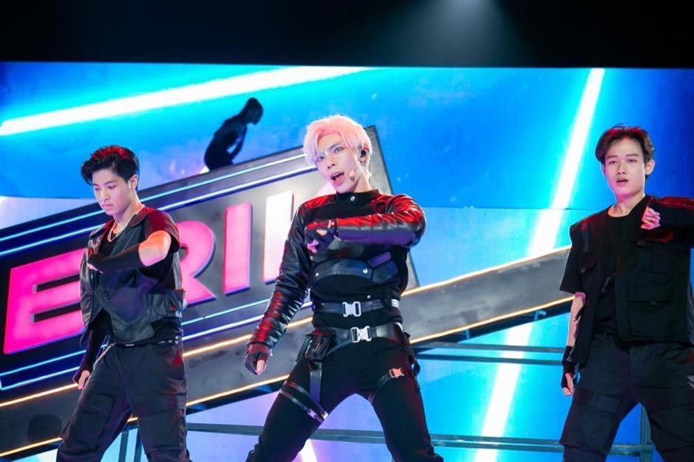 Erik bị tố đạo nhái EXO và The Boyz, netizen tiện nhắc phốt sao chép Jennie?-8
