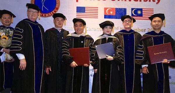 Xôn xao bà Phương Hằng có bằng Giáo sư dù chưa tốt nghiệp cấp 3-3