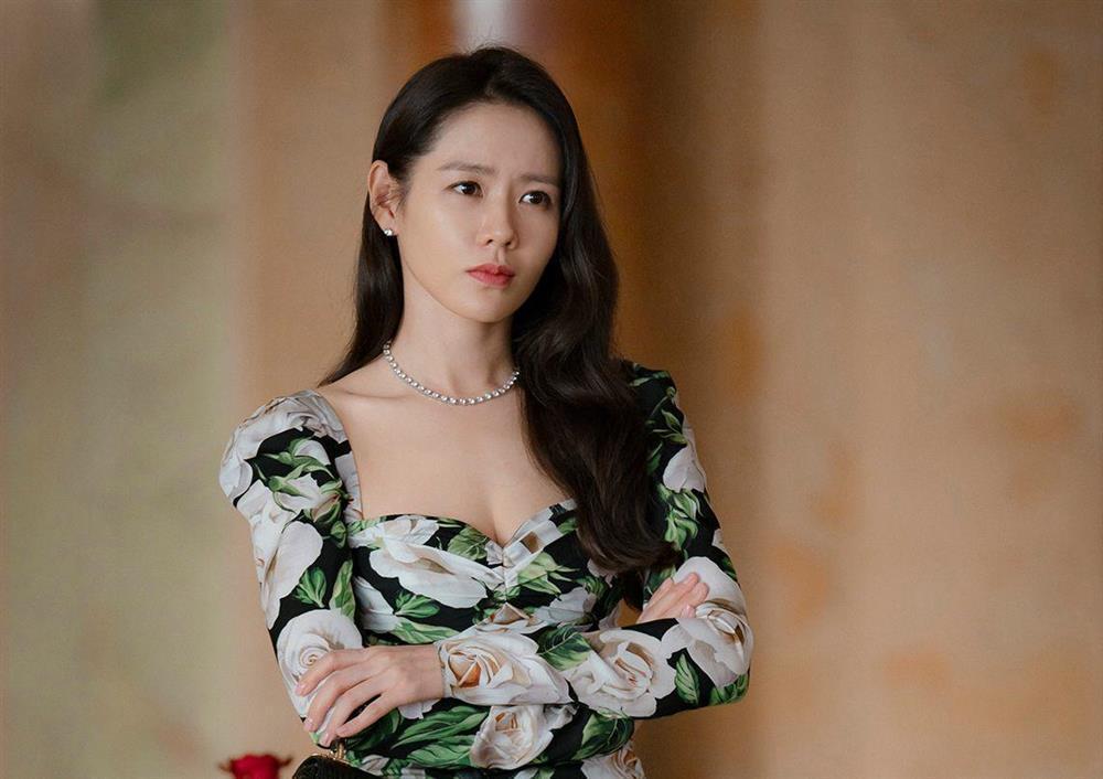 Son Ye Jin trẻ xinh là thế nhưng cứ đánh son đỏ là bị dìm thậm tệ-3
