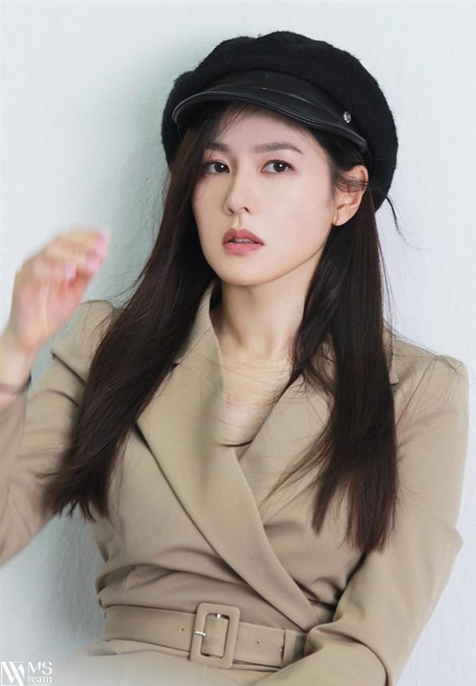 Son Ye Jin trẻ xinh là thế nhưng cứ đánh son đỏ là bị dìm thậm tệ-4