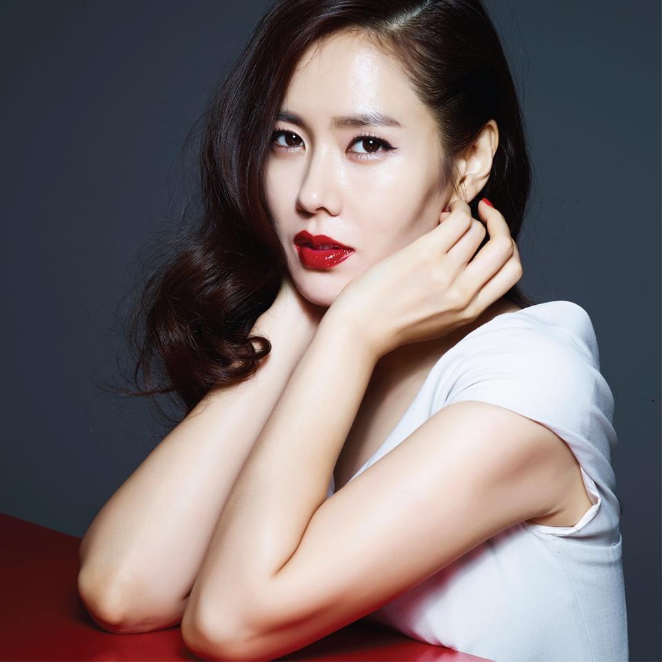 Son Ye Jin trẻ xinh là thế nhưng cứ đánh son đỏ là bị dìm thậm tệ-7