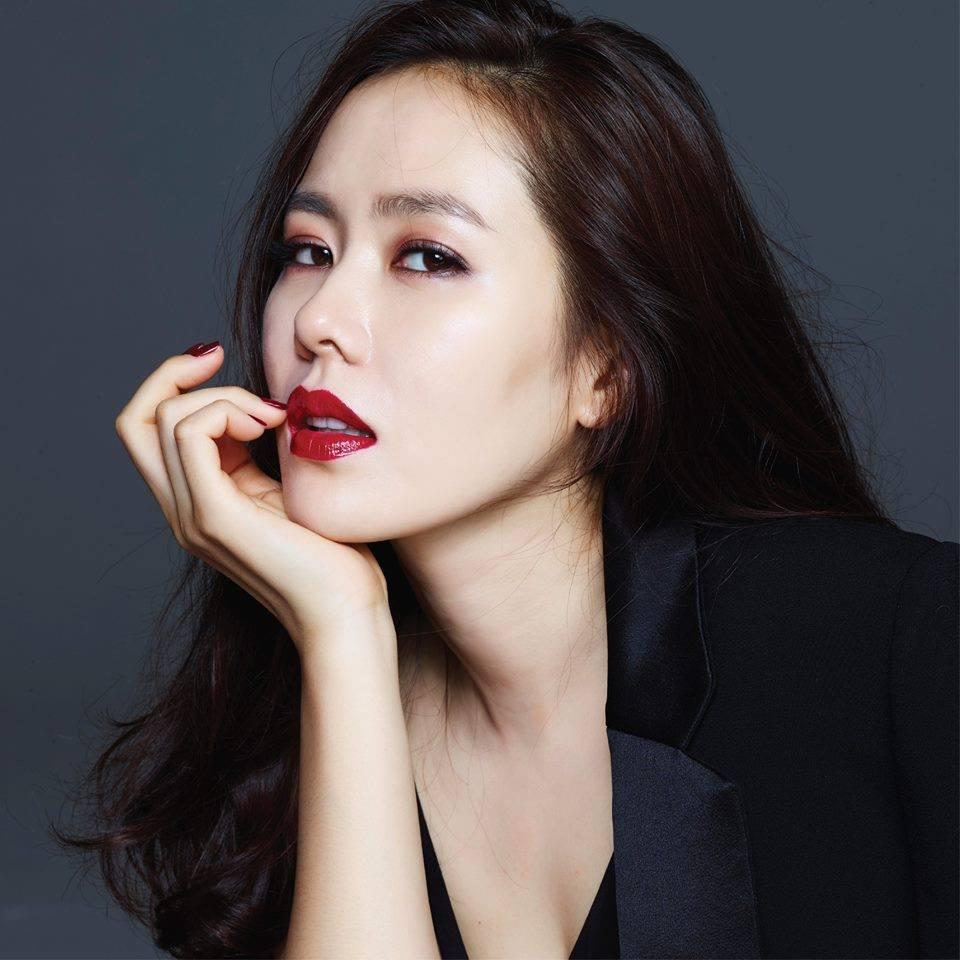 Son Ye Jin trẻ xinh là thế nhưng cứ đánh son đỏ là bị dìm thậm tệ-8