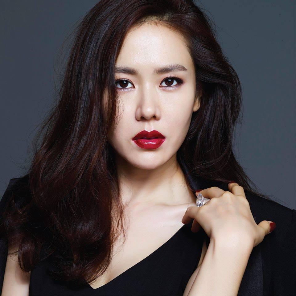 Son Ye Jin trẻ xinh là thế nhưng cứ đánh son đỏ là bị dìm thậm tệ-9
