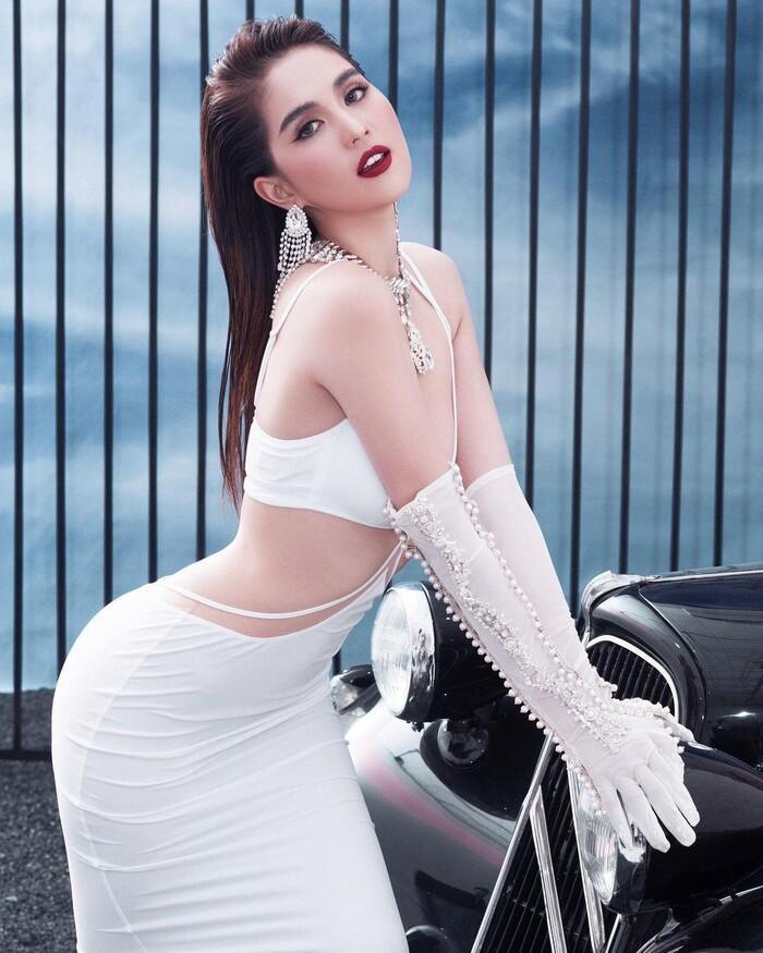 Diễm My 9X khoe body trong chiếc váy cực gắt, nào ngờ Ngọc Trinh đã mặc trước rồi!-5