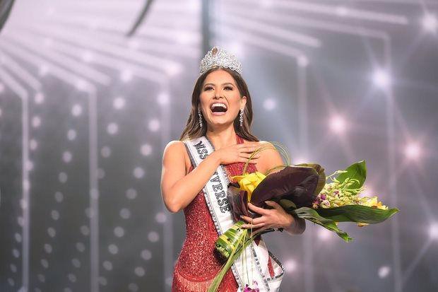 Đỗ Mỹ Linh chụp hình cùng tân Miss Universe, chiều cao cột đèn - máy nước-7