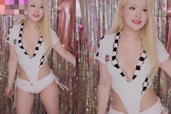 Hot girl show hàng trên sóng livestream-1